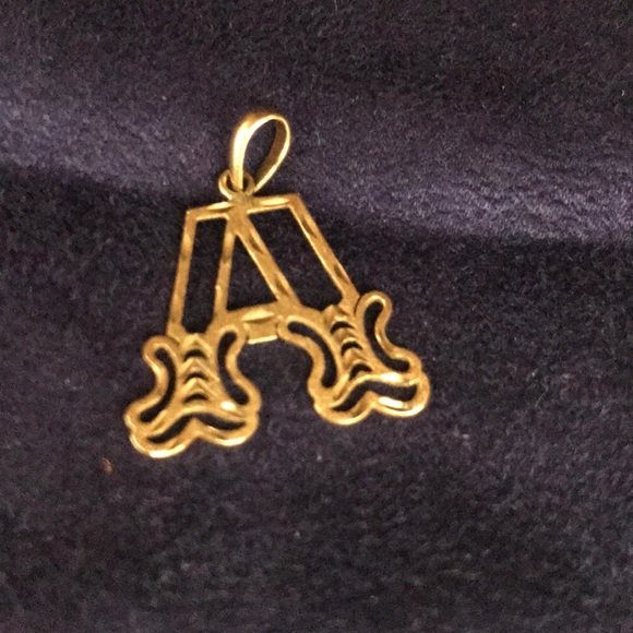 14K Yellow Gold Painters Pallete Pendant on an Adjustable 14K Yellow Gold Chain Necklace